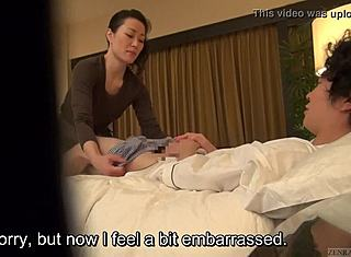 Mädchen Giving Guy Massage